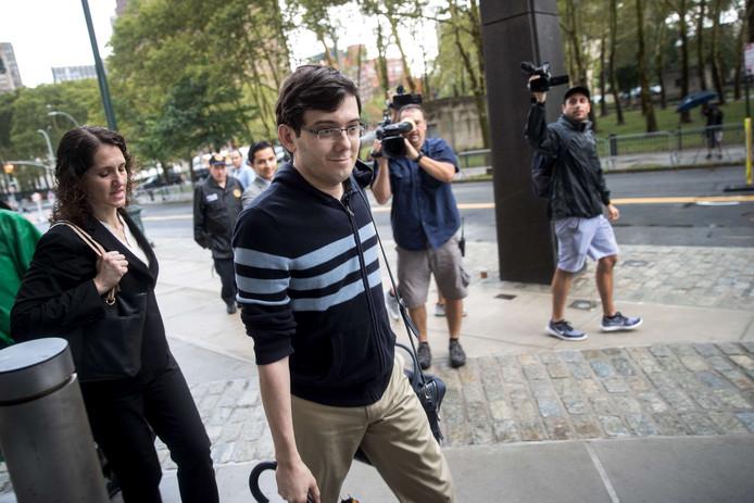 Martin Shkreli arriveert bij de rechtbank voor de uitspraak in zijn zaak
