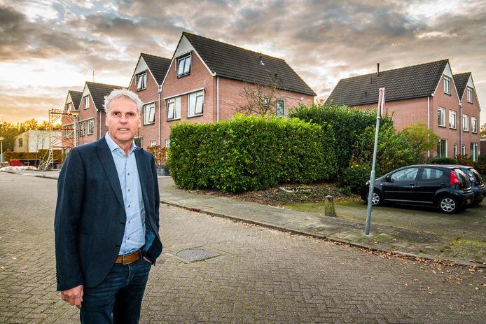 Roberto Oremus, directeur bedrijfsvoering, bij het Jarabee-complex aan de De Matenstraat in Oldenzaal, dat voor 1,7 miljoen euro te koop staat.