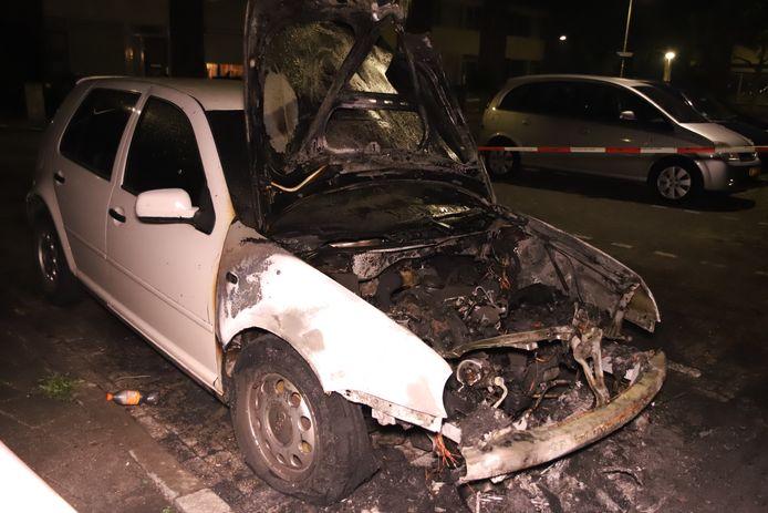 Een auto ging maandagavond 21 september in vlammen op aan de Goltsteinstraat in Culemborg.