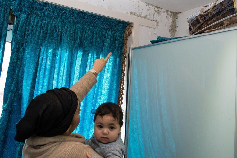 Hakima: 'Ik maak me zorgen over mijn kinderen. Een van hen moest zelfs een keer naar het ziekenhuis' Beeld Mats Van Soolingen