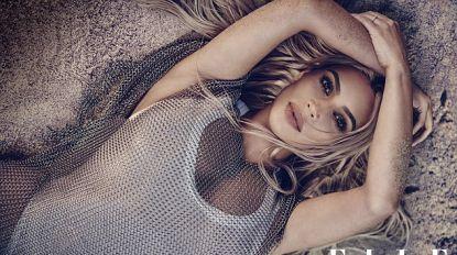 Kim Kardashian poseert voor sexy strandfotoshoot