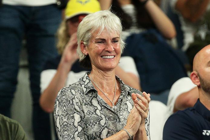 Judy Murray, zelf actief als tenniscoach, tijdens een partij van zoon Andy.