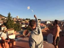 Jasper zit vast in Bolivia: pingpong, blowen en vliegeren op hosteldak