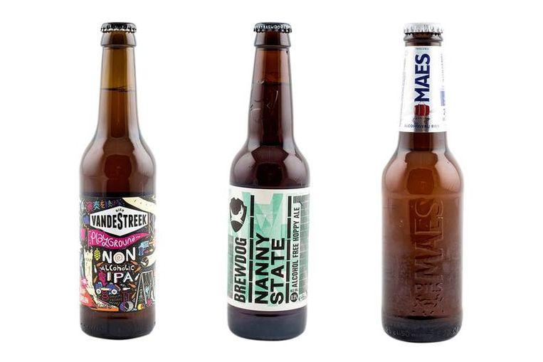 Vrijwel alle grote bierbrouwers zoals Maes (rechts) hebben meerdere laag-alcoholische en alcoholvrije varianten op de markt gebracht, maar er zijn ook 'speciallekes'. Neem de VandeStreek Playground IPA 0,5% (links) of de Nanny State (0,5%) van Brewdog (midden).