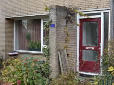 Nijmegenaar bedreigt ambulancepersoneel en agenten met slagersmessen
