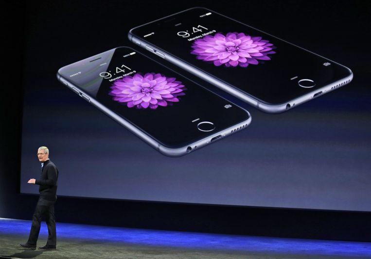 Topman Tim Cook van Apple tijdens de presentatie van de iPhone 6 in 2015. Beeld null