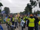 Tientallen gele hesjes protesteren in Tiel