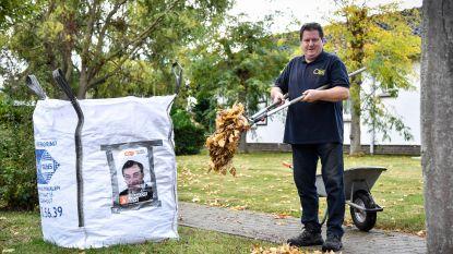 Bewoner Elzendreef zorgt voor ludieke oplossing tegen vallende bladeren, verkiezingsaffiche incluis