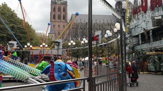 De gemeente wil meer variatie op de Bossche kermis. Op de Parade was het zondagmiddag ruim een uur na de start nog rustig.