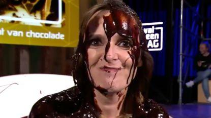 """Isabelle A ontkent dat ze kwaad was om chocoladegrap in 'Wat een Dag': """"Mijn platenfirma was heel boos, maar ik niet"""""""