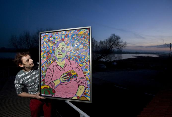 Twan de Vos in 2009 met zijn winnende portret van Paul de Leeuw.