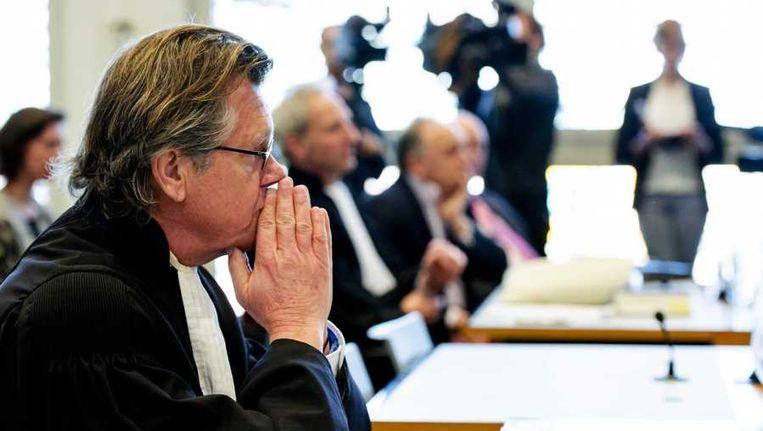 Harro Knijff (L), advocaat van Joris Demmink, en advocaat Matthijs Kaaks, voorzitter Robert Rubinstein en secretaris Ben Ottens van stichting De Roestige Spijker (vlnr). Beeld anp