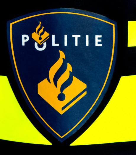 Autodief rijdt tijdens dollemansrit door Zwolle fietsers en bestelbus aan