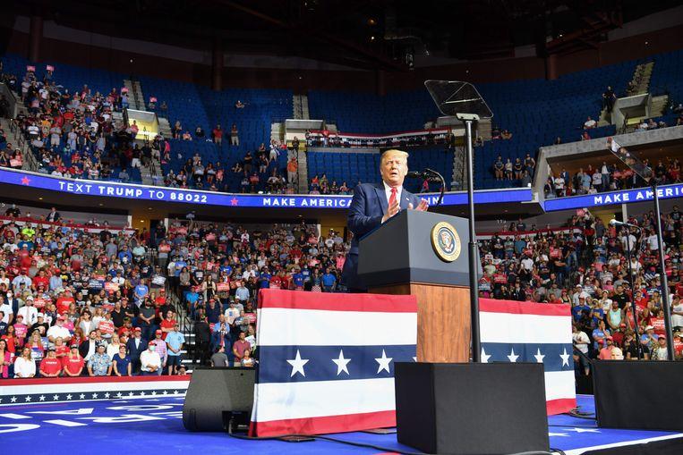 De Amerikaanse president Donald Trump tijdens zijn speech gedurende de campagnebijeenkomst in Tulsa op 20 juni.  Beeld AFP