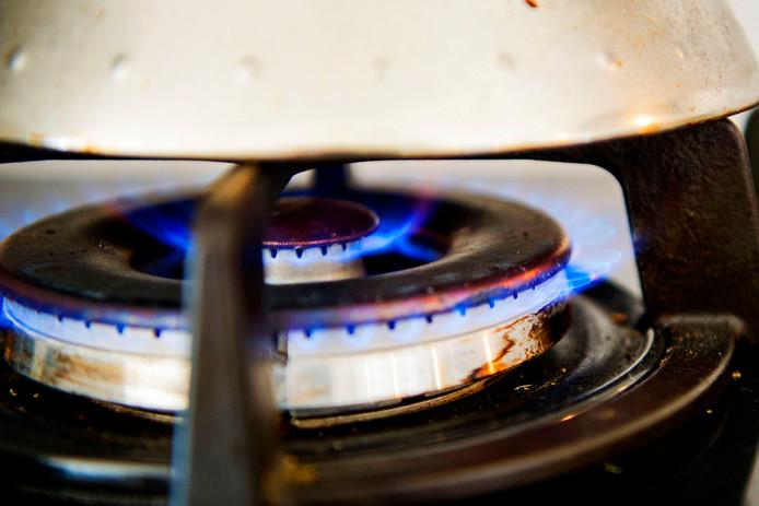 De energienota gaat voor alle huishoudens komend jaar met vijf tientjes omhoog.