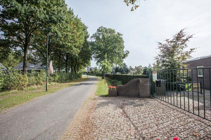 De plek aan de Groeskuilen  in Gemert waar de supermarkten moeten komen.