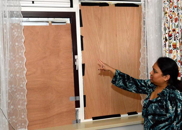 Het hout voor de ramen van Marina Meubelman.