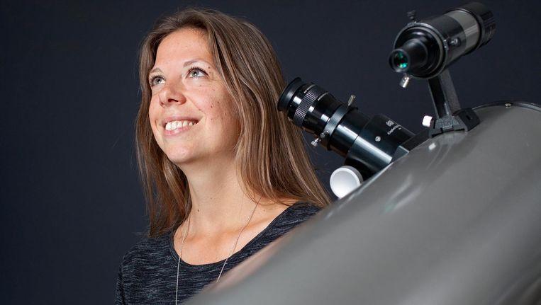 Amateur-astronoom Esther Hanko begon een petitie tegen het lichtproject op de Afsluitdijk. Beeld Maartje Geels