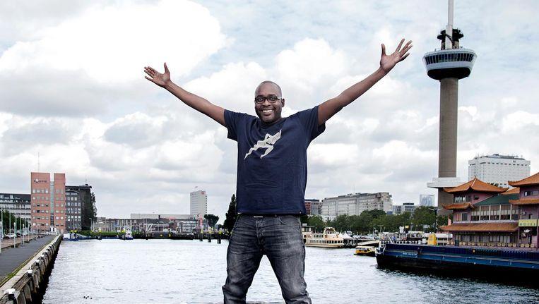 Andrew Makkinga (in zijn huidige woonplaats Rotterdam): 'Zes van de tien nieuwe hiphop-platen versta ik niet, maar dat doet er niet toe. Het gaat erom dat het eindelijk serieus genomen wordt.' Beeld Ernst Coppejans
