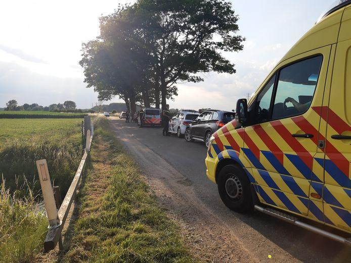 Een fietsster is vrijdagavond met verwondingen naar het ziekenhuis gebracht na aanrijding in buurt van Empe.