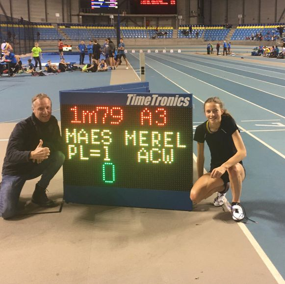 Merel Maes met haar trainer Benny Annecour.