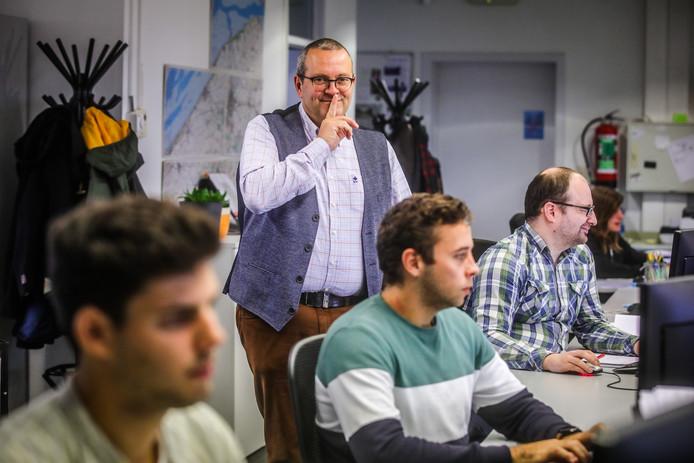 Koen Jonckheere van het bedrijf Jonckheere waar twee uur per dag in stilte gewerkt dient te worden.