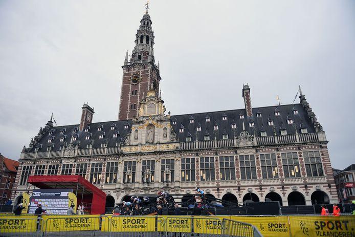 Helaas geen publiek op het WK Mountain Bike Eliminator op het Ladeuzeplein in Leuven.