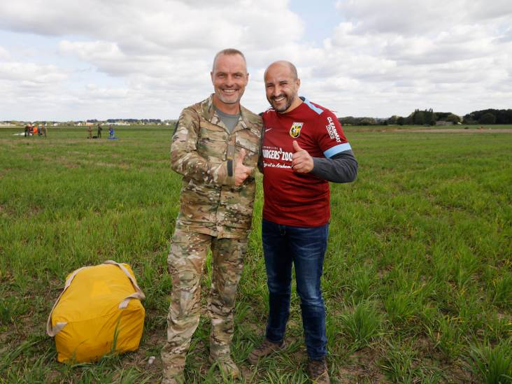 Marcouch' parachutesprong boven Groesbeek 'een geweldige ervaring'