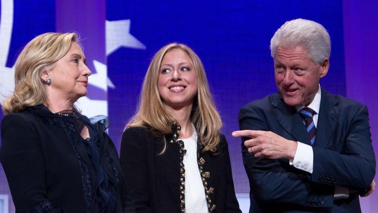 Chelsea Clinton samen met haar ouders Bill en Hillary. Beeld getty