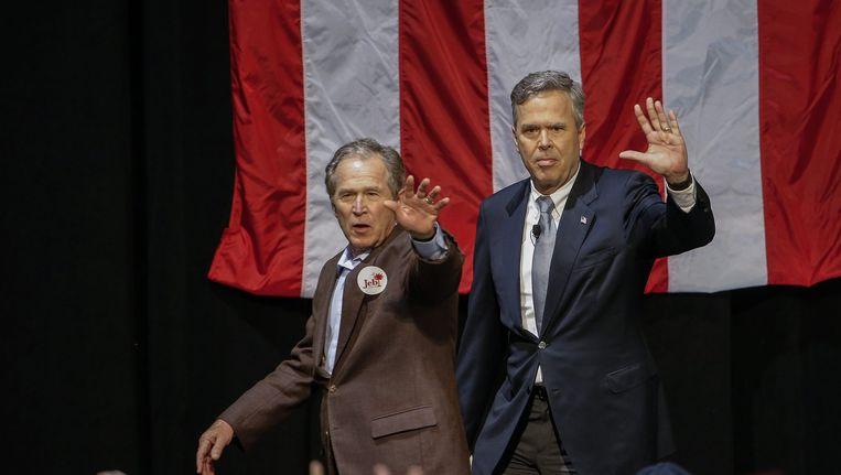 George W. Bush en Jeb Bush in South Carolina. Beeld afp