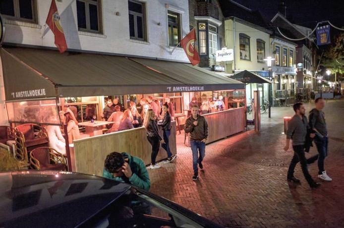 """Elroy De Ruijter nam 't Amstelhoekje in Axel vorig jaar over. Het is een mini-disco geworden. """"Er wordt hier inderdaad soms gevochten, maar dat gebeurt toch overal?"""" foto's Ronald den Dekker"""