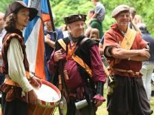 Chillende hippies en Romeinse strijders: Het is (net) echt bij Historisch Festival Doorn