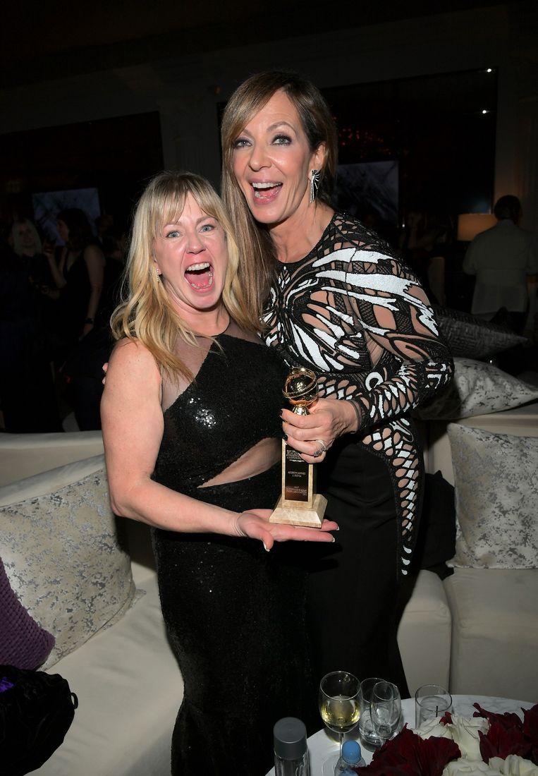 Tonya Harding (l) met actrice Allison Janney op de Golden Globes.