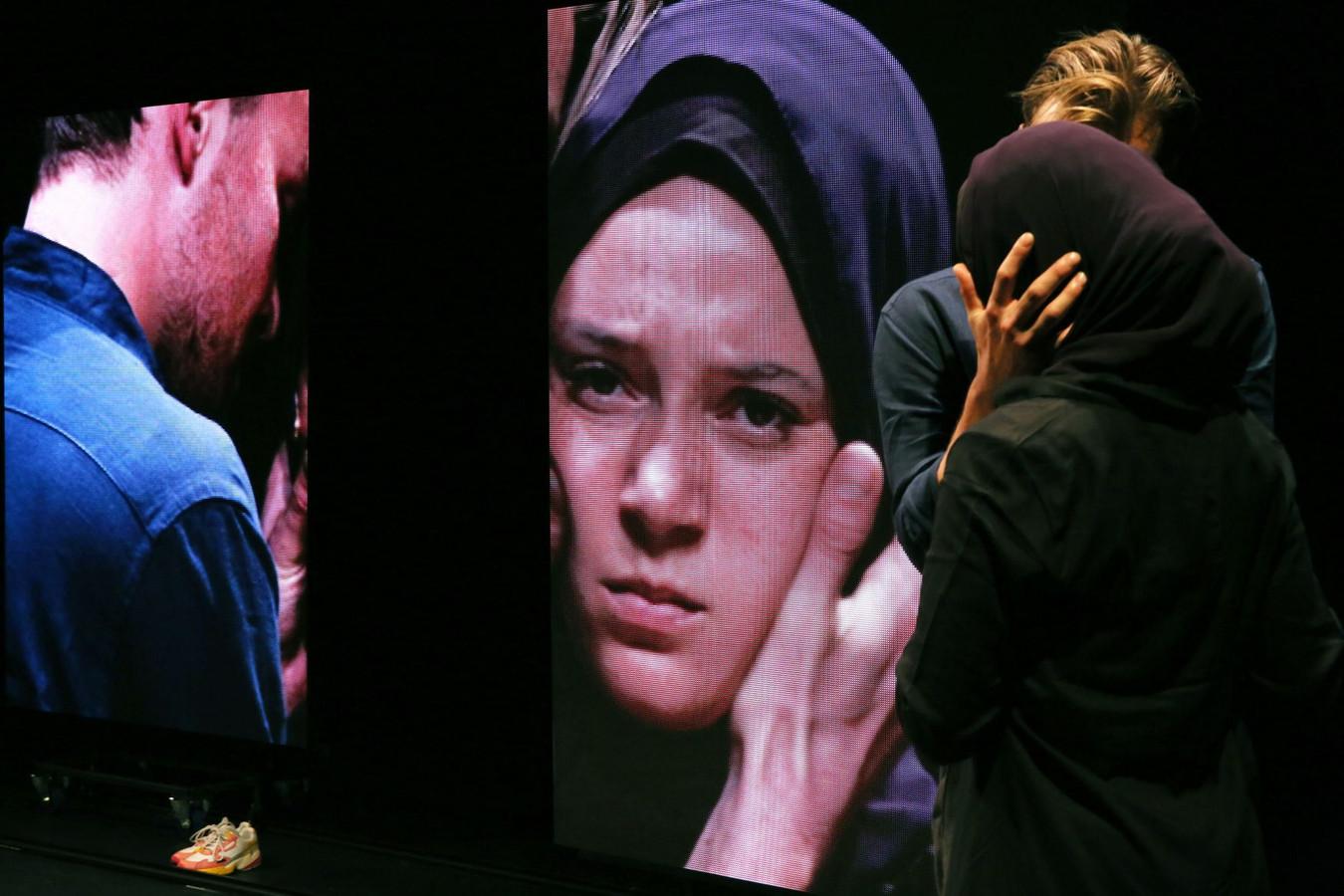 Scène uit het toneelstuk over Laura H.