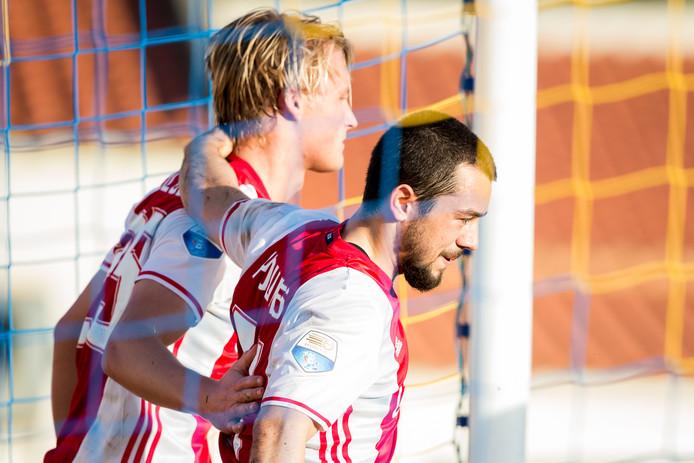 Ajax - RB Leipzig. Kasper Dolberg heeft de 2-0 gescoord na een assist van Amin Younes.