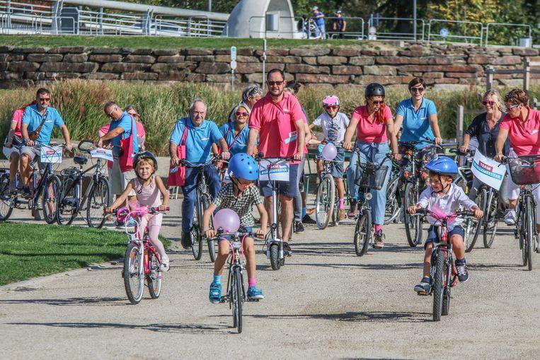 Team Burgemeester uit Kortrijk maakt op de laatste campagnedag een fietstocht.