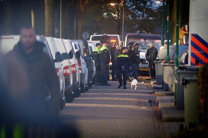 Operatie Alfa bij het woonwagenkamp aan de Hoogheuvelstraat in Oss.