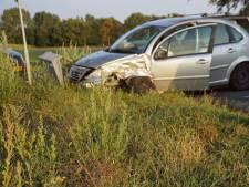 Auto's lopen flinke schade op bij botsing in Gelselaar