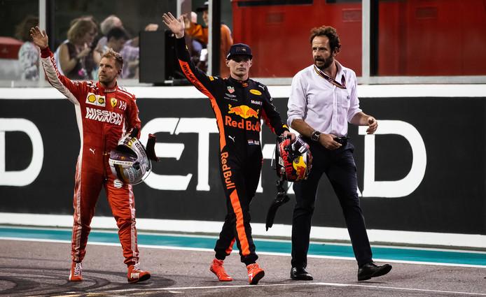 Sebastian Vettel en Max Verstappen zijn op weg naar de huldiging.