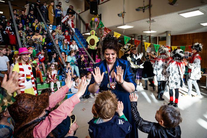 Kindercarnaval op school de regenboog in Bemmel. Met de Piejassen en juf Daniëlle die ook prinsendame van Angeren is.