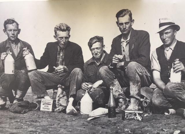 Polderpioniers in oorlogstijd, met tweede van rechts Geert van Zijl.
