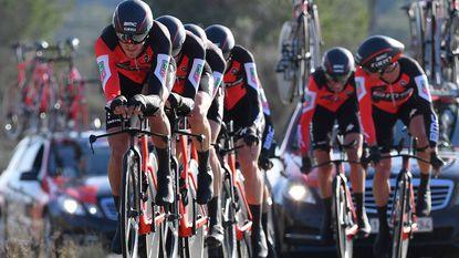 Van Avermaet wint met BMC op indrukwekkende wijze ploegentijdrit in Valencia