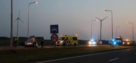 Botsing in Zeewolde zorgt voor overlast verkeer; twee mensen gewond
