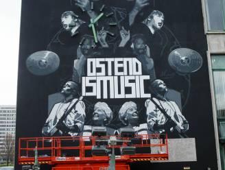 """Oostendse muziekiconen op stadhuis zijn overschilderd: """"Geen paniek, er komt een hommage aan een andere bekende persoon in de plaats"""""""