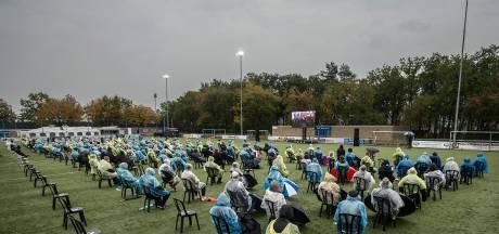 Massaal eerbetoon aan André Jacobs, uitvaart te zien op groot scherm bij voetbalclub GSBW