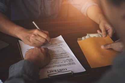 Voorschotten betalen aan je aannemer: dit zegt de wet!