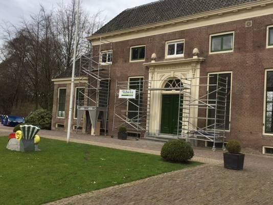 Het Heerenhuys krijgt een opfrisbeurt voor de opening eind april.