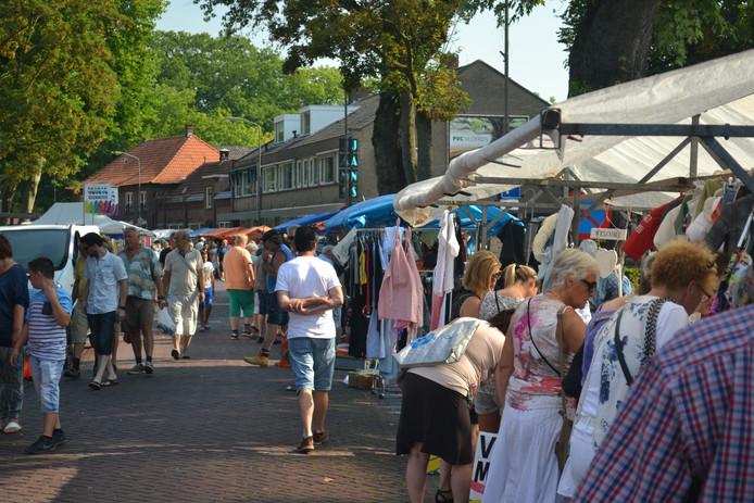 Ongeveer 2.000 mensen bezochten zondag de Tweedehands Goederenmarkt.