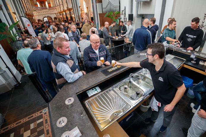 Klundert had voor de tweede keer een bierfestival in huis met brouwerijen uit de regio, zoals D'n Luie Nond uit Klundert zelf.