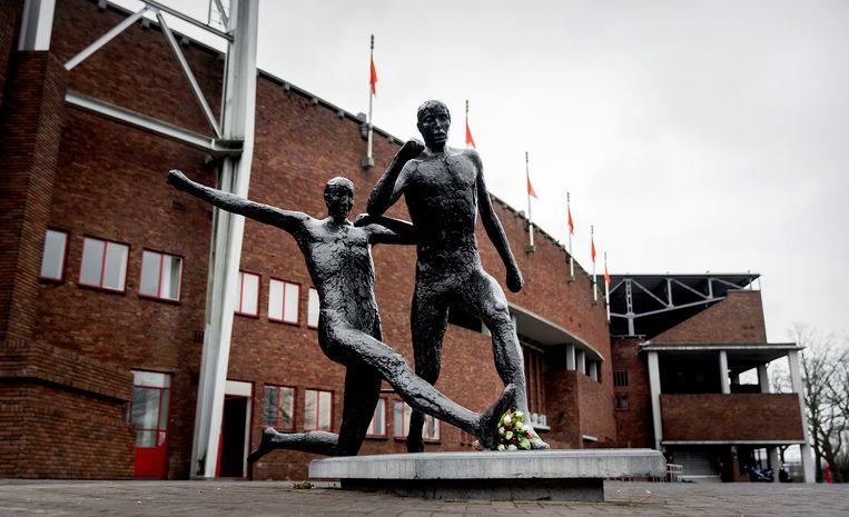 Een standbeeld voor Johan Cruijff bij het Olympisch stadion in Amsterdam. Het Stadionplein (waar het stadion aan ligt) wordt nog voor de zomer het Johan Cruijffplein. Beeld ANP